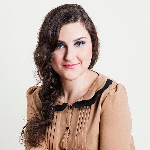 Beatriz Llorente. Actriz, Voz, Locutora, Cantante, Docente